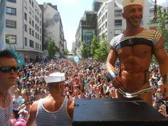 Manneken-Pis habillé par Jean-Paul Gaultier pour les 20 ans de la Gay Pride de Bruxelles - Google Search