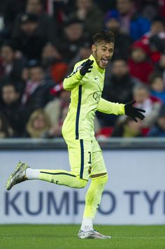 Neymar of FC Barcelona celebrates after scoringÊduring the La Liga match between Athletic Club and FC Barcelona at San Mames Stadium on February 8, 2015 in Bilbao, Spain.