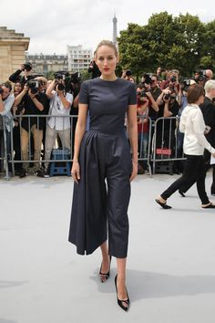 Leelee Sobieski - Christian Dior fashion show in Paris Dior Haute Couture, African Fashion Dresses, Royal Fashion, Party Fashion, Colorful Fashion, Her Style, Chic Outfits, Beautiful Outfits, Leelee Sobieski
