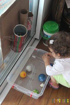 Brinquedo caseiro para bebês de 12 a 18 meses - usando bola, papelão e tubos