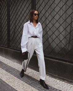 С чем носить мужскую белую сорочку. 8 вариантов от самых модных девушек | Журнал Harper's Bazaar White Shirt Outfits, White Shirts, White Tees, New Fashion, Fashion Outfits, Wide Trousers, Minimal Outfit, Business Attire, Normcore