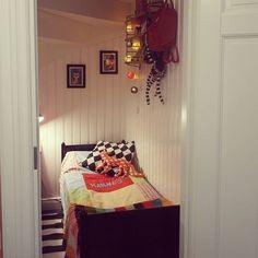 Tillfälligt sovrum i trappskrubben, i brist på annat utrymme.