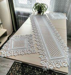 Crochet Table Runner Pattern, Crochet Doily Diagram, Crochet Rug Patterns, Filet Crochet Charts, Crochet Tablecloth, Doily Patterns, Crochet Motif, Diy Crafts Crochet, Crochet Home Decor