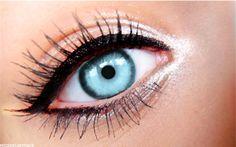 Black Eyeliner, Sliver Sparkling Eye Shadow and Beautiful Blue Eyes i wish i had. Stunning