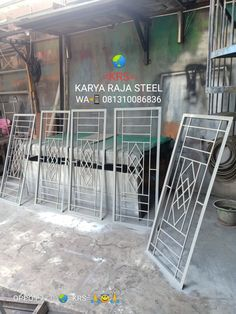 Window Grill Design Modern, Grill Gate Design, Front Gate Design, Door Gate Design, House Gate Design, Modern Stair Railing, Iron Stair Railing, Iron Window Grill, Decorative Metal Screen
