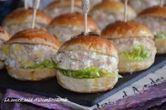possible to make the classic recipe. So for the garnish of this cold mini burger, I opted for a mixture of tuna and homemade mayonnaise. Mini Bagels Recipe, Bagel Recipe, Wine Recipes, Snack Recipes, Snacks, Sandwich Buffet, Plats Ramadan, Tuna Burgers, Veggie Burgers
