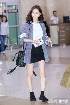 YoonA 180716 Gimpo Airport Korean Fashion Pastel, Korean Fashion Teen, Korean Fashion Winter, Winter Fashion Outfits, Autumn Fashion, Fashion Dresses, Airport Fashion Kpop, Kpop Fashion, Star Fashion