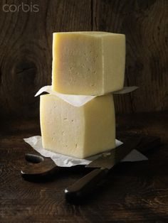 <3 !  Manchego cheese on wooden board