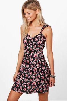 Boohoo Petite Open Back Skater Dress Black Size UK 6 rrp 16 DH170 BB 13   87953d44c