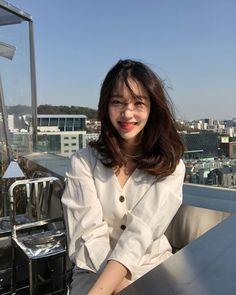 New short hair styles korean ulzzang ideas Ulzzang Girl Fashion, Ulzzang Korean Girl, Ulzzang Style, Girl Short Hair, Short Girls, Medium Hair Styles, Short Hair Styles, Uzzlang Girl, Facon
