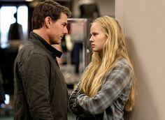 Tom Cruise and Danika Yarosh in Jack Reacher: Never Go Back (14)