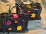 Little girls purses made from the bottoms of old jeans!   Joni Rae and I made 2 of these this morning in no time :)