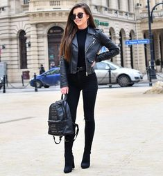 5 Trendy Fall Outfits with Street Styles - 5 trendige Herbstoutfits mit Street Styles - All Black Outfits For Women, Fall Outfits For Teen Girls, Trendy Fall Outfits, Edgy Outfits, Black Women Fashion, Winter Fashion Outfits, Mode Outfits, Look Fashion, Autumn Fashion