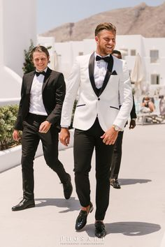 Behold the absolute summer destination wedding at the most breathtaking spot of Santorini: Le Ciel terrace! Chelsea and George, a young and beautiful. Destination Wedding, Wedding Planning, Wedding Ideas, Wedding Tux, Santorini Wedding, Suit Up, Groom Style, Chelsea, Suit Jacket