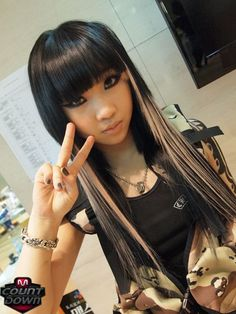 Minzy. Mmm bringing back the emo style back in the day