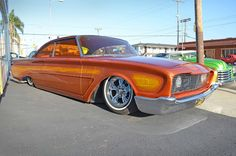 Photographer Howard Gribble was there when customs became lowriders the first time. This is one of two recent photos he made of Starlite Rod & Kustom's 1960 Ford Starliner--from Nostalgia on Wheels. Cars Usa, Us Cars, Custom Trucks, Custom Cars, Traditional Hot Rod, High Performance Cars, Ford Galaxie, Kustom, Car Pictures