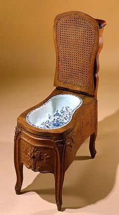 How it was in times past: Bidet, France. August 22 2017 at from shewhoworshipscarlin Victorian Interiors, Victorian Furniture, Old Furniture, French Furniture, Unique Furniture, Victorian Toilet, Victorian Life, Victorian Bathroom, Bidet