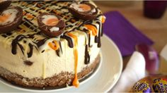 No Bake Mini Creme Egg Cheesecake Recipe - delicious light and creamy no bake Easter dessert. The perfect cake for your Easter celebration! Desserts Ostern, Köstliche Desserts, Delicious Desserts, Dessert Recipes, Easter Desserts, Easter Appetizers, Dessert Ideas, Cake Ideas, Dinner Dessert