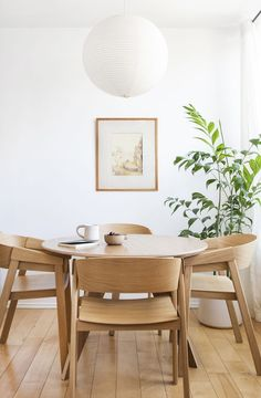 Decorating your Scandinavian dining room interior design with amazing minimalist interior ideas and decoration. Dining Room Paint Colors, Dining Room Art, Dining Room Design, Dining Room Chairs, Dining Room Furniture, Office Chairs, Dining Room Table Centerpieces, Centerpiece Ideas, Minimalist Dining Room