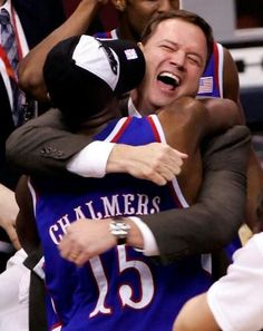 Kansas Basketball Coach Bill Self and Mario Chalmers AFTER the Final Four, San Antonio. 2008 NCAA National Champions His face tho. Kansas Jayhawks Basketball, Kansas Basketball, Basketball Schedule, Basketball Coach, Basketball Players, Ku Bball, Ku Sports, Mario Chalmers, Bill Self