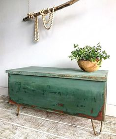Annie Sloan: 3 Chalk Paint Projects We're Totally IntoYou can find Annie sloan and more on our website.Annie Sloan: 3 Chalk Paint Projects We're Totally Into Green Furniture, Funky Furniture, Furniture Makeover, Chalk Paint Projects, Diy Projects, Annie Sloan Paints, Annie Sloan Painted Furniture, Annie Sloan Chalk Paint Colors, Painted Trunk