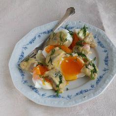 Muista käyttää munakelloa! Löysät kanan munat eivät sovi sinappisillin kaveriksi vaikka olisikin kotitekoinen se silli. #kananmuna #muna #silli #itsetehty #ruokablogi #ruoka#kotiruoka #herkkusuu #lautasella #aamiainen #Herkkusuunlautasella #ruokasuomi #ketodieetti