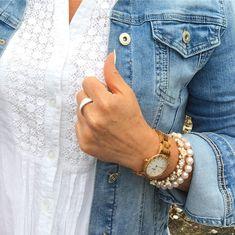 Vďaka možnosti odstránenia jednotlivých článkov, z ktorého je remienok tvorený, môžeme prispôsobiť veľkosť hodiniek aj na vaše zápästie. Impregnácia povrchu hodiniek je šetrná k pokožke a je vhodná aj pre alergikov. Hodinky LAiMER nevyžadujú osobitnú starostlivosť a dodávame ich vo vysoko kvalitnej a dizajnovej drevenej krabičke. Wood Watch, Modeling, Watches, Accessories, Wooden Clock, Modeling Photography, Wristwatches, Clocks, Models