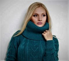 Fan of Chunky Turtlenecks Sweater Fashion, Sweater Outfits, Casual Outfits, Sweater Dresses, Casual Clothes, Handgestrickte Pullover, Fluffy Sweater, Sheepskin Coat, Thick Sweaters