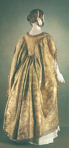 Queen Victoria's cloth of gold coronation robe. Gives some idea of a Tudor cloth of gold gown although I think this gown has less gold and more silk than the Tudor fabric so is duller and less brilliant. by Romany Way, via Flickr
