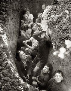 Photos Du, Old Photos, Historia Universal, Bomb Shelter, The Blitz, Battle Of Britain, Britain Uk, Interesting History, British History