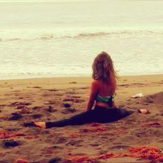 "20 Me gusta, 1 comentarios - Jahsmine Sara Indigo (@jazzmine.s) en Instagram: ""#sea #ocean #atlantic #bigblue #beach #summer #time #dancing #dancer #mermaid #dreams #fit…"""