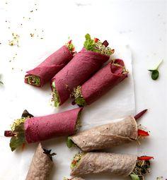 Diese Buchweizen-Wraps sind schnell zubereitet, eignen sich wunderbar zum Befüllen mit allerlei nährstoffreichen Köstlichkeiten, insbesondere Sprossen  und haben viele Vorzüge gegenüber klassischen Pfannkuchen aus Getreide.