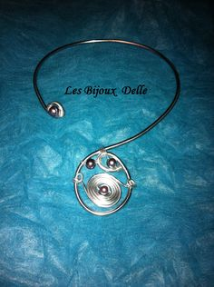collier fil aluminium argenté, gris et perles nacré CL02