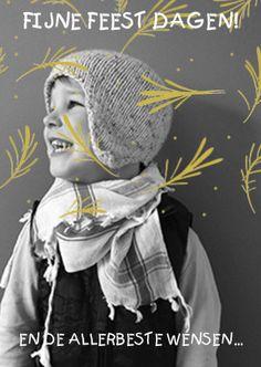 Super hippe en lieve foto kerstkaart met patroon van gouden kerst takjes over je eigen foto. Tekst naar eigen wens aan te passen. Zus&ik ontwerp