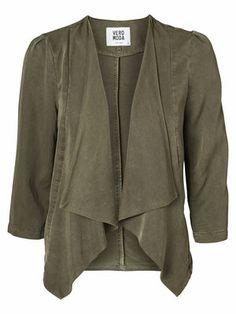 Elegant draped blazer in cool army green. #veromoda #blazer #green #fashion