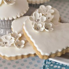 hand-decorated sugar cookies;cookies;wedding;table visual;cookies and milk;delicious dessert;fudges;muffins;pies;chocolate;chocolate milk Sugar Cookie Icing, Fondant Cookies, Soft Sugar Cookies, Fancy Cookies, Milk Cookies, Cupcakes, Flower Cookies, Heart Cookies, Holiday Cookie Recipes