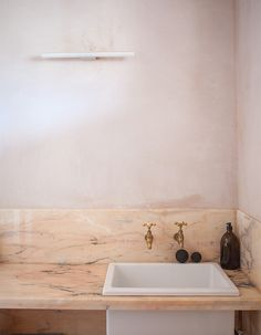 max-lamb-photographed-by-robin-stein http://www.remodelista.com/posts/pink-bathroom-roundup