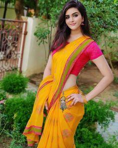 Most Beautiful Bollywood Actress, Beautiful Indian Actress, Beautiful Actresses, Beautiful Girl Photo, Cute Girl Photo, Saree Models, Dress Indian Style, Indian Beauty Saree, Indian