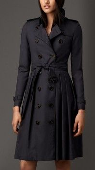 Burberry Long Full Skirted Wool Silk Trench Coat worn by Annalise Keating on How to Get Away With Murder. Shop it: http://www.pradux.com/tv/how-to-get-away-with-murder/season/1/episode/6