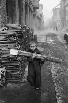 Carrying firewood, Budapest 1956 - photo by Erich Lessing