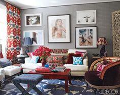 Oturma odamız bugün gözümüze çok renksiz geldiyse ve ortama biraz renk katmak istiyorsak işte 20 tane rengarenk ve düzenli oturma odası örneği. Bu örneklerdeki renkleri baz olarak kendi oturma odamız için de benzer renkleri kullanabiliriz. Bazı oturma odalarında koltuklar aynı renk olabiliyor ancak bu durumda yastıklar ve halılar gibi diğer eşyaların renkleri ile odamızı renklendirebiliriz. Koltukların hepsinin de aynı renk olması gerekmiyor elbette. Farklı renklerdeki koltuklarda güzel bir…