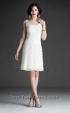 Sophisticated and chic, this lively cocktail dress by Mignon will take his breath away. The scoop neckline bodice has thin straps and features glamorous Short Prom Dresses Uk, Fall Dresses, Homecoming Dresses, Vintage Inspired Wedding Dresses, Vintage Dresses, Unique Dresses, Look Chic, Special Occasion Dresses, Bridal Gowns
