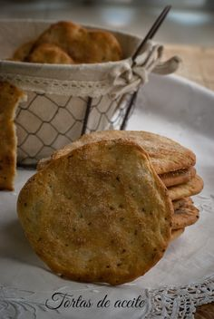 tortas de aceite My Recipes, Sweet Recipes, Cooking Recipes, Favorite Recipes, Spanish Desserts, Spanish Food, Mexican Cookies, Bread Machine Recipes, Pan Dulce