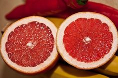 As it turns out, the grapefruit diet can indeed help you lose weight. If you're seeking foods for weight loss, give the grapefruit another look. Health Benefits Of Grapefruit, How To Eat Grapefruit, Grapefruit Diet, Grapefruit Seed Extract, Grapefruit Essential Oil, Lose Weight Naturally, How To Lose Weight Fast, Troubles Digestifs, Blood Type Diet