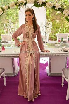 Moroccan takchita for brides Morrocan Dress, Kaftan Moroccan, Moroccan Bride, Morrocan Wedding Dress, Dress Wedding, Wedding Bride, Wedding Hair, Arab Fashion, Muslim Fashion