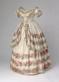 ~ My little old world ~ gardening, home, poetry and everything romantic that makes us dream.: A QUEEN'S GOWNS: the gowns worn by Queen Victoria....