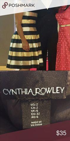 Beautiful dress size 2 Beautiful dress I worn once to a wedding and I got so many compliments. Cynthia Rowley Dresses Midi