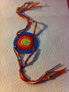 Bracelete colorido em crochê em lã fina.