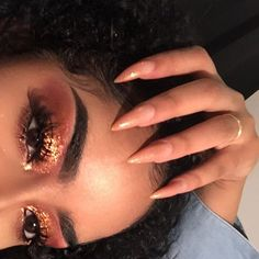 threw some glitter on to hide my lazy eyeshadow  used the vice 4 palette by @urbandecaycosmetics and brows are @anastasiabeverlyhills dipbrow pomade in ebony