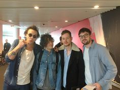 someone's dad sat next to the 1975 on a plane and caught them in their natural state
